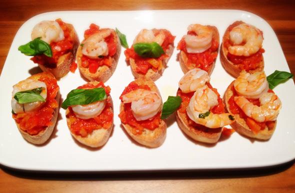 Bruschetta met paprika en scampi