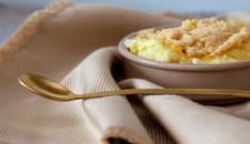 Rijstpap met een gouden lepeltje