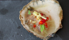 Oester in gin marinade