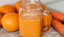 Smoothie met wortel, appelsien en gember