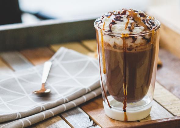 Warme chocolademelk met pindakaas
