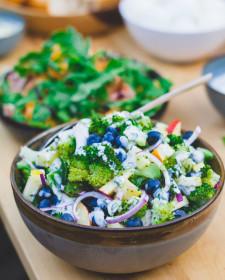 Zomerse broccoli salade