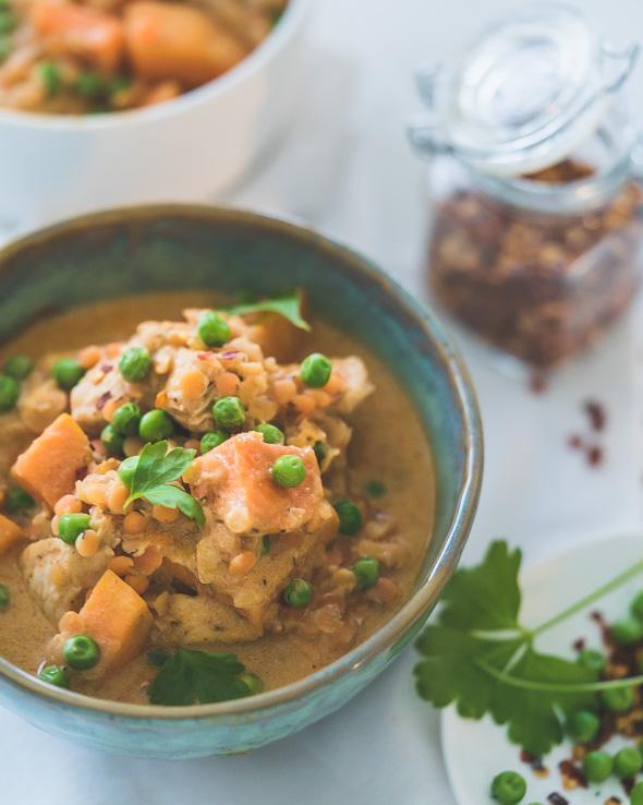 Curry met kip, zoete aardappel en linzen