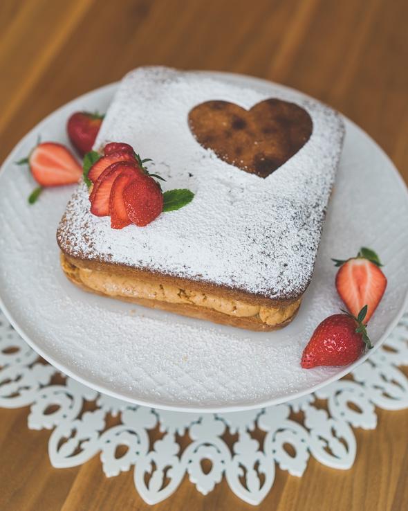 Moederdag-idee: Salted caramel cake met aardbeien